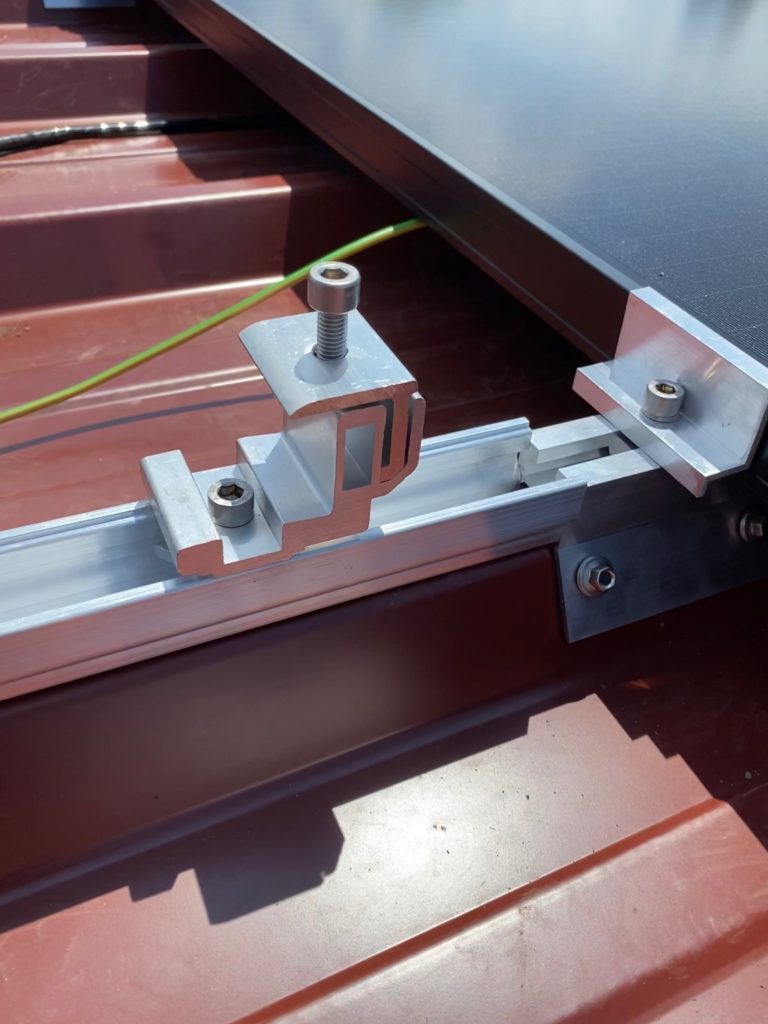 fixation panneau solaire toit plat