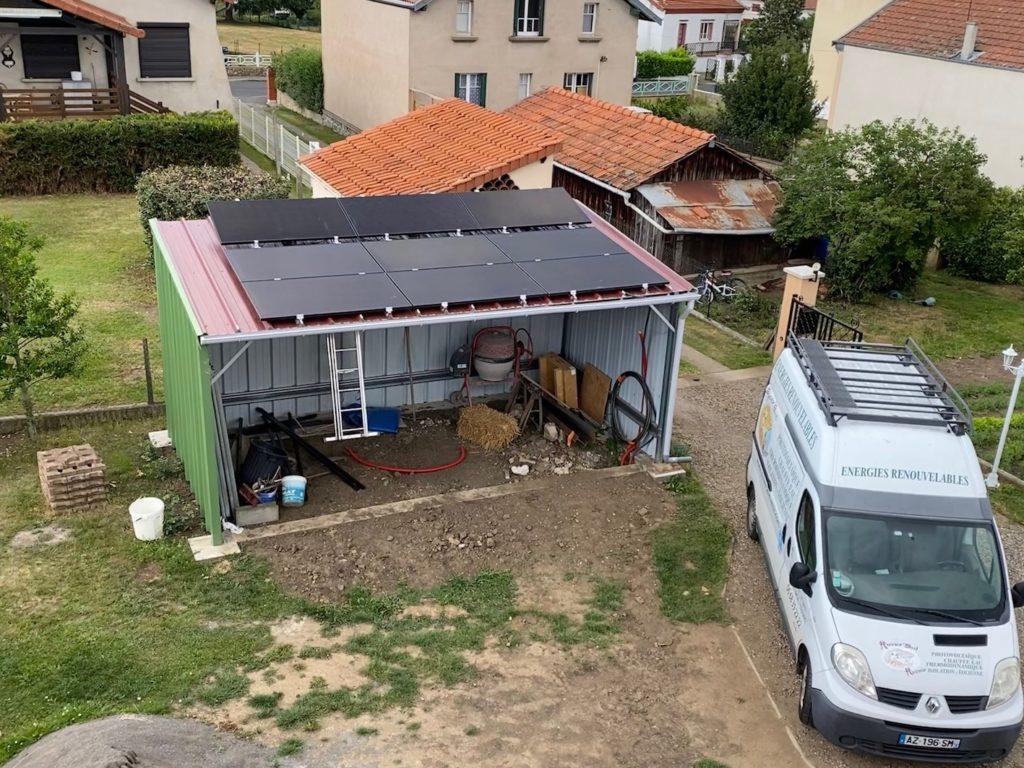 panneau solaire sur un toit plat à Sainte-Florine